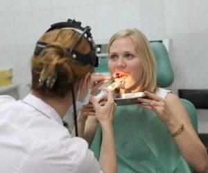 Лечение плохого запаха из горла