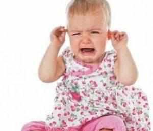 Что делать если болит ухо у ребенка, но без температуры.