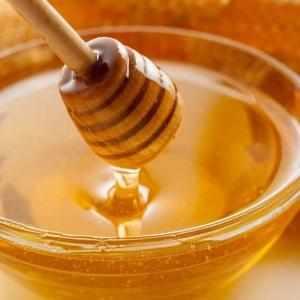 Как лечить горло медом
