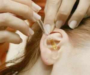 Как правильно капать капли в ухо