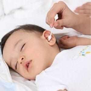 у ребенка из уха вытекает желтая жидкость