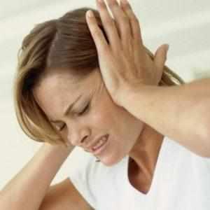 закладывает уши и болит голова причины
