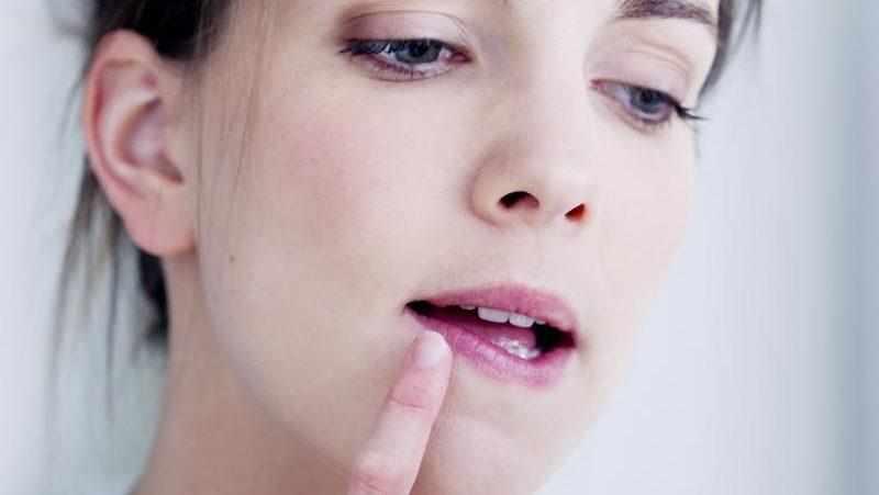 герпес в носу при беременности на ранних сроках