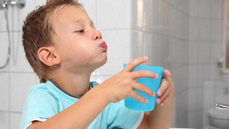 Как закалять горло при тонзиллите и фарингите