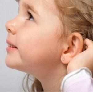у ребенка разная форма ушей почему