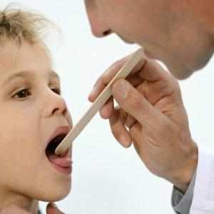 Как лечить боль в горле, в районе кадыка