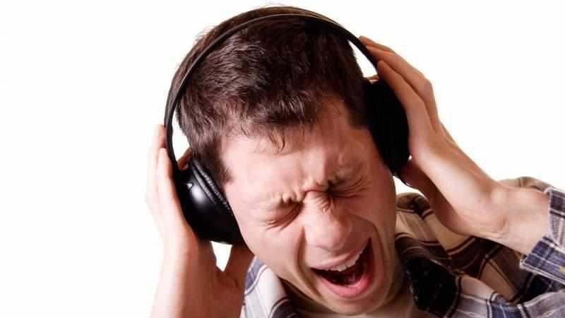 Чувство распирания в левом ухе
