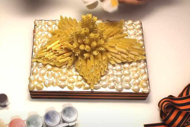 Покрыть золотой краской