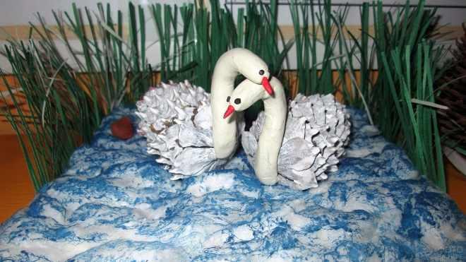 Пара лебедей поделка