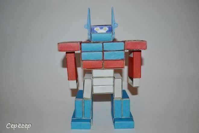 Робот-трансформер из коробков
