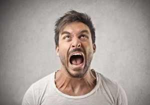 Громкий крик - причина дискомфорта в горле