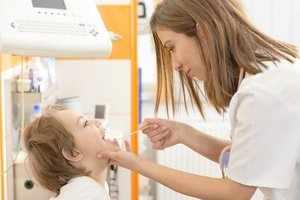 В чем опасность острого стенезирующего ларинготрахеита у ребенка