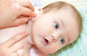 Капли в ухо подбираются, учитывая возраст ребенка