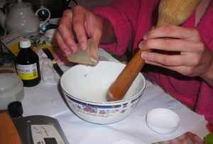 Рецепт приготовления крема из барсучьего жира для лечения пяточных трещин и смягчения огрубевшей кожи