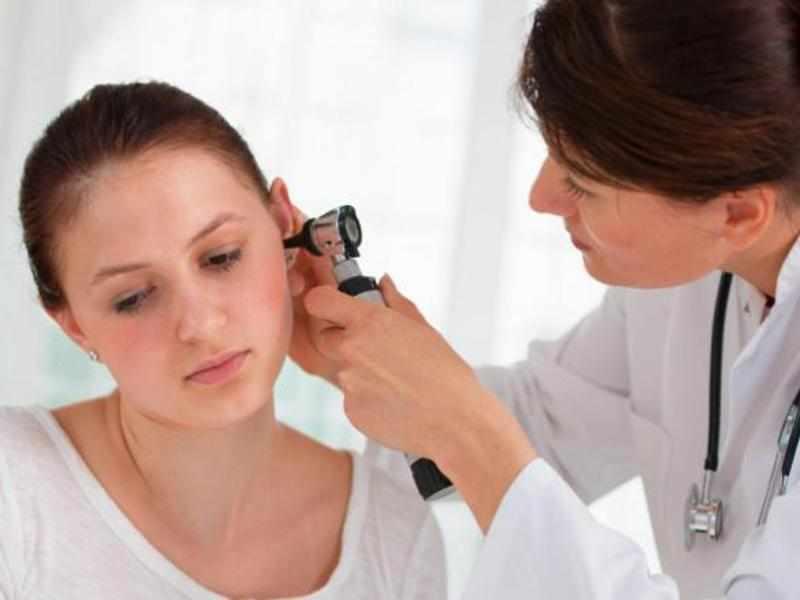 Какие симптомы при отомикозе ушей