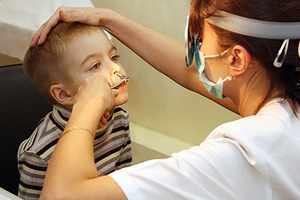Корочки в носу лечит ЛОР-врач